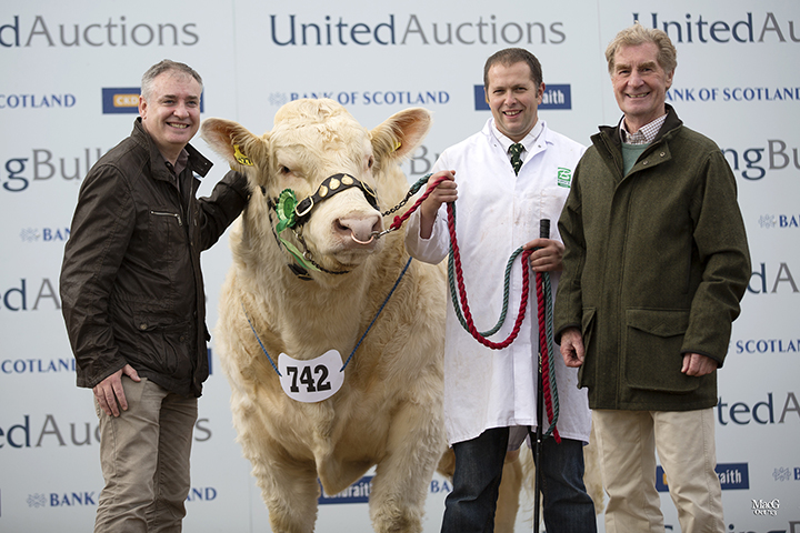 Scottish Rural Affairs Secretary, Richard Lochhead with Balmyle stockman, Bruce Groat and Bill Bruce with their 22,000gns sale leader, Balmyle Headline