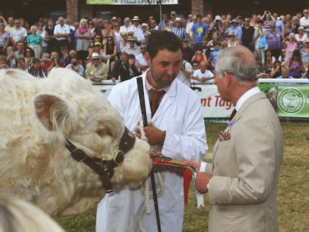 Gerwyn Jones received the Fitzhugh rosettes from HRH Princes Charles the Prince of Wales