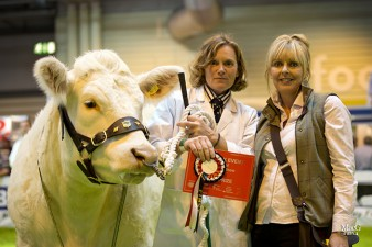 Stephanie Ryder from Farmers Guardian congratulated Jane Haw with Balbithan Hersieys