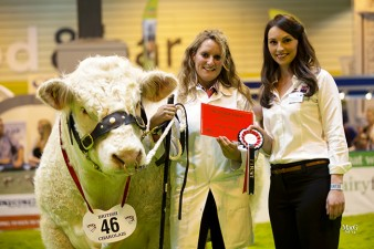 Michelle Harman with Marne Impeccable received the first prize card from Jocelyn Orr from Genus